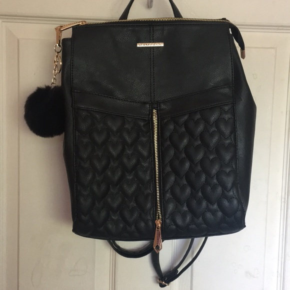 d72b69f2de Black zipper backpack with heart detail. M 5af5d48e9cc7ef38ee7ef0d9